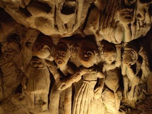 La cueva de las esculturas